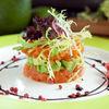 Фото к позиции меню Тартар из форели и авокадо