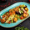 Фото к позиции меню Теплый салат с лососем и креветками