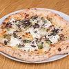 Фото к позиции меню Пицца с бурратой и черным трюфелем