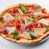 Фото к позиции меню Пицца с пармой, рукколой и пармезаном