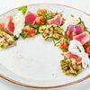 Фото к позиции меню Салат с филе тунца и бурратой