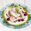 Фото к позиции меню Вареники с вишней со сметаной и вишневым соусом
