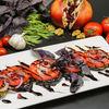 Фото к позиции меню Салат из помидоров с запеченными баклажанами