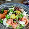 Фото к позиции меню Салат со слабосоленым лососем