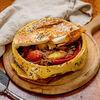Фото к позиции меню Говядина по-Боярски в запеченном хлебе