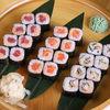 Фото к позиции меню Спайси ролл с лососем