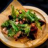 Фото к позиции меню Салат из печеной свеклы со сливочным сыром