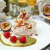 Фото к позиции меню Десерт Воздушная Павлова
