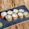 Фото к позиции меню Горячий ролл с креветкой, сыром, огурцом
