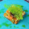 Фото к позиции меню Тартар из лосося с авокадо