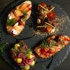 Фото к позиции меню Брускетта с лососем и сливочным кремом