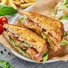 Фото к позиции меню Сэндвич с лососем