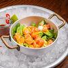 Фото к позиции меню Салат с лососем и васаби