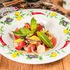 Фото к позиции меню Томаты с теплыми креветками и авокадо