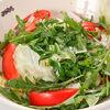 Фото к позиции меню Салат из свежих овощей и зелени со сметаной