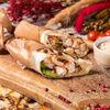 Фото к позиции меню Шаурма с курицей и хумусом