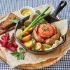 Фото к позиции меню Домашняя колбаса с печеным картофелем и помидором