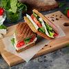 Фото к позиции меню Сэндвич с сыром и томатами