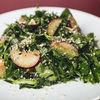 Фото к позиции меню Зелёный салат со сливами и орехами