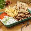 Фото к позиции меню Гирос со свининой на тарелке