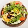 Фото к позиции меню Салат с жареным сыром Халлуми и овощами