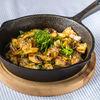 Фото к позиции меню Жаренный картофель с луком, грибами и шкварками