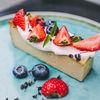 Фото к позиции меню Запеканка из нута и кешью с ягодами
