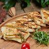 Фото к позиции меню Лепешка с сыром сулугуни