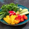 Фото к позиции меню Свежие овощи с букетом зелени
