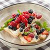 Фото к позиции меню Мильфей с кремом шантильи и лесными ягодами