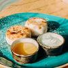 Фото к позиции меню Сырники с медом и сметаной