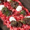 Фото к позиции меню Тартар из говядины с подкопченным мягким сыром и винегретом из белых грибов