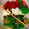 Фото к позиции меню Салат с моцареллой и томатами