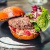 Фото к позиции меню Бургер с котлетой из говядины и трюфельным соусом