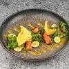 Фото к позиции меню Печеный лосось с овощами и медово-горчичным соусом