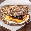 Фото к позиции меню Черный бургер с луковым конфитюром