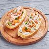 Фото к позиции меню Брускетта с Амурским лососем и сливочным сыром