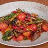 Фото к позиции меню Теплый салат с говяжьей вырезкой