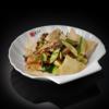 Фото к позиции меню Салат с уткой и рисовыми чипсами (220 гр)