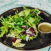 Фото к позиции меню Зеленый салат с заправкой лимонный винегрет