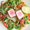 Фото к позиции меню Стейк из тунца с соусом чимичурри
