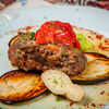 Фото к позиции меню Телячьи щёки с баклажанами и томатами