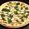 Фото к позиции меню Пицца с лососем и шпинатом
