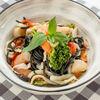 Фото к позиции меню Спагетти Неро с морепродуктами и болгарским перцем