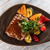 Фото к позиции меню Свинина в горчично-медовом соусе с овощами гриль