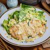 Фото к позиции меню Теплый салат с курицей и баже из миндаля