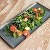 Фото к позиции меню Салат с креветками, рукколой и авокадо