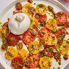 Фото к позиции меню Буррата с карпаччо из томатов и пастой тапенад
