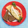 Фото к позиции меню Омлет с помидорами, сыром и тостами