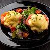Фото к позиции меню Яйца Бенедикт с лососем